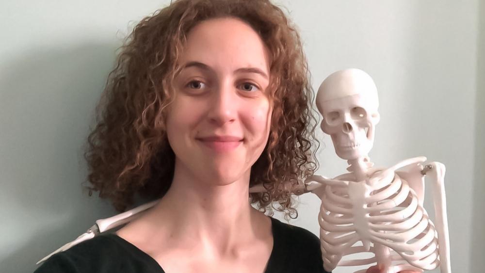 Rileigh Stapleton with a miniature skeleton model